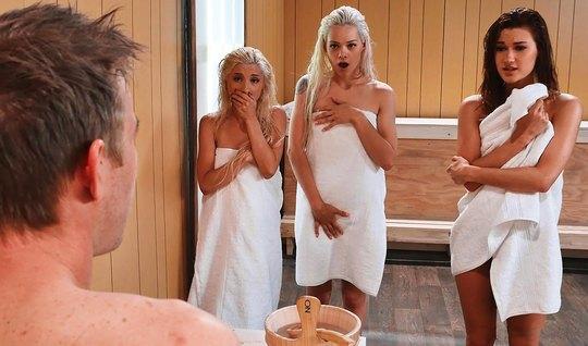 Три сексуальные бисексуалки устроили жесткий групповой трах ...
